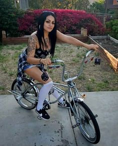 Estilo Chola, Aztecas Art, Chola Girl, Chicano Love, Girl Power Tattoo, Cholo Style, Kiss Beauty, Gangster Girl, Brown Pride