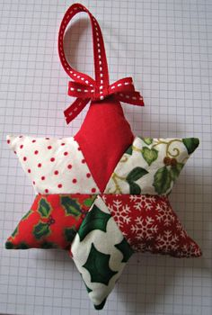 RosMadeMe: Christmas Tutorials Start Here - Chris's Patchwork Decorations. This best picture collections about RosMadeMe: Christmas Tutorials Start Here - Quilted Christmas Ornaments, Felt Christmas Decorations, Christmas Gift Tags, Homemade Christmas, Christmas Diy, Christmas Countdown, Star Decorations, Quilted Fabric Ornaments, Christmas Mandala