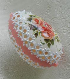 Easter Egg Crafts, Easter Eggs, Diy Crafts For Gifts, Arts And Crafts, Emu Egg, Egg Shell Art, Wallpaper Nature Flowers, Carved Eggs, Easter Egg Designs