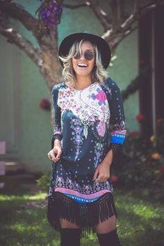 looksly - Camila Milagres com vestido estampado e com detalhe de franjas do Inverno 2016