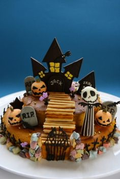 Image discovered by Ʈђἰʂ Iᵴɲ'ʈ ᙢᶓ. Halloween Table Decorations, Halloween Sweets, Kawaii Halloween, Halloween Displays, Halloween Cupcakes, Halloween Horror, Baby Halloween, Halloween Themes, Diy Pumpkin