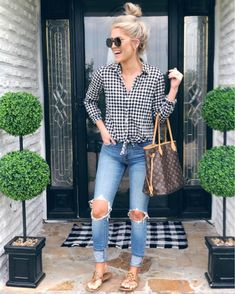49 Magnificient Casual Outfit For Weekend During the work week you tend to wear formal corporate clothing. You wear a jacket, a shirt, pants, and a […] Mom Outfits, Spring Outfits, Casual Outfits, Fashion Outfits, Womens Fashion, Fashion Tips, Fashion Websites, Fashion Ideas, Fashion Stores