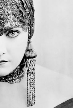 Gloria Swanson. My new favorite picture of her.