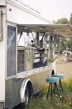 love the food truck trend. I love the idea of using one for appetizers at a wedding.