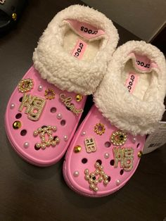 Fab Shoes, Hype Shoes, Comfy Shoes, Pretty Shoes, Me Too Shoes, Crocs Fashion, Sneakers Fashion, Designer Crocs, Teen Girl Shoes