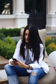 dark long hair   Sandra Bendre