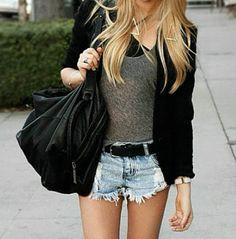 Short rasgado + camiseta + cardigan