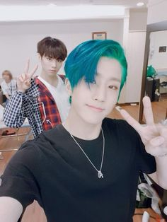 Wow! Jinjin hair color is awesome!!!