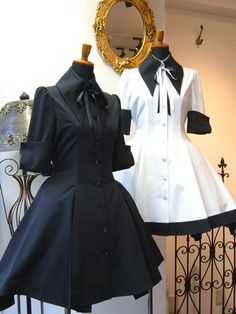 The white cloth used the candle wax so it will bestiff and waterproof Anime Outfits, Cool Outfits, Fashion Outfits, Womens Fashion, Lolita Fashion, Gothic Fashion, Estilo Lolita, Look Retro, Kawaii Clothes