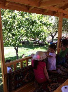 image8.jpg 1.936×2.592 pixels Ankara Bilkent Beytepe Köyü  Gizli Bahçe'de Keşifseverlere güzel bir kır kahvaltısı... Beklentiniz çk yüksek olmasın fakat çocuklar harika eğleniyor. Onlara dur yapma diyen yok çünkü:) http://ickisizmekan.com/2013/07/06/kesifseverlere-beytepe-gizli-bahcede-koy-kahvaltisi/
