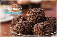 Qual o pior tipo de chocolate para fazer brigadeiros para você? Para mim é o achocolatado. Não que ele seja ruim. Mas ele deixa o brigadeiro hiper doce. E para você, qual é?  Vem ver mais:  http://clubedebrigaderia.com.br/qual-o-pior-tipo-de-chocolate-para-fazer-brigadeiros/