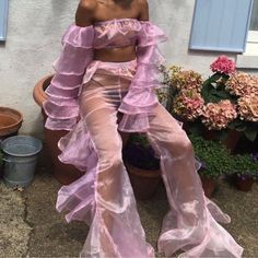 This outfit omg // pink sheer set Fashion Week, Look Fashion, High Fashion, Fashion Outfits, Denim Fashion, Fashion Design, Girl Bad, Looks Style, My Style