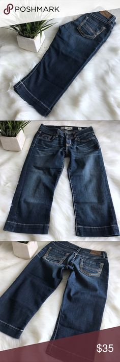 Buckle BKE Culture Denim Cropped Capri Jeans 26 ➰ Condition:  Gently worn.  ➰ Reasonable Offers Always Welcome!  ➰ FAST SHIPPING - Monday thru Saturday with same or next day after your purchase.  ➰ Questions? Please comment below,       I will be more than happy to assist you.  💕  Holly BKE Jeans Ankle & Cropped
