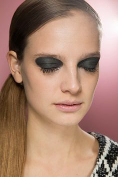 Christian Dior Fall 2015 Ready-to-Wear Beauty Photos - Vogue