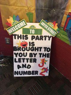 New birthday themes elmo party ideas Elmo First Birthday, Boy Birthday Parties, Birthday Fun, Elmo Party, Sesame Street Birthday Party Ideas, Sesame Street Party, Elmo Birthday Party Ideas, Mickey Party, Dinosaur Party