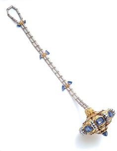Bonbonniére designed by G. Paulding Farnham for Tiffany & Co., circa Gold, platinum, and sapphires. Courtesy Museum of the City of New York and Gilded New York (Monacelli Press). Jewelry Art, Antique Jewelry, Vintage Jewelry, Fine Jewelry, Jewelry Design, Victorian Jewelry, Louis Comfort Tiffany, Art Nouveau, Art Deco