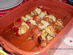 Cinco sentidos na cozinha: Espetadas de frango com tomate e cebola no forno