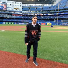 Connor McDavid throws out first pitch at Blue Jays game. June 10/2016