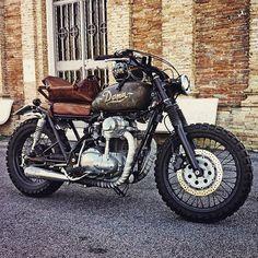 Rock 'n' Roll! Kawasaki W650 Scrambler by Davide Biondi #motorcycles #scrambler #motos | caferacerpasion.com