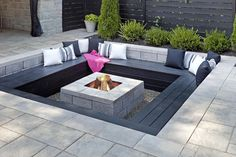 DIY fire pit designs ideas - Do you want to know how to build a DIY outdoor fire pit plans to warm your autumn and make s'mores? Find inspiring design ideas in this article. Garden Fire Pit, Fire Pit Backyard, Backyard Patio, Backyard Landscaping, Landscaping Ideas, Backyard Ideas, Sunken Patio, Sunken Garden, Backyard Designs