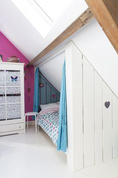 Favourite Storage Pieces for your Children's Room Beds can take up a lot of room, so if you have an awkward roof line, why not consider a built-in bed? Snug and cosy, whilst freeing up plenty of space in the rest of the room for playing! Attic Bedrooms, Girls Bedroom, Bedroom Decor, Trendy Bedroom, Bedroom Colors, Living Room Small, Hideaway Bed, Built In Bed, Loft Room