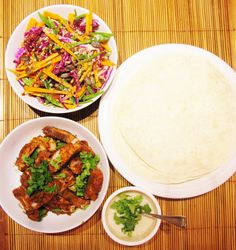 Spicy fish tortillas with an Asian coleslaw Asian Recipes, Healthy Recipes, Tasty Meals, Ethnic Recipes, Healthy Foods, Asian Coleslaw, Asian Dressing, Tortillas, Spicy