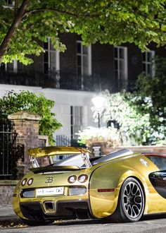 Bugatti Veyron.Luxury, amazing, fast, dream, beautiful,awesome, expensive, exclusive car. Coche negro lujoso, increible, rápido, guapo, fantástico, caro, exclusivo.