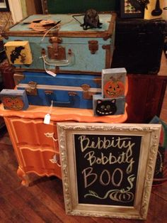 Love the vintage trunks! Great Halloween display.
