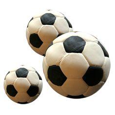 サッカーボール(犬のおもちゃ)  スペイン、ランコ社のサッカーボールおもちゃです。プヨプヨ感とピーピー音が愛犬をとりこにする、厚手の天然ゴム100%製おもちゃです。このボールじゃないとダメ…といったワンちゃんも多いそうです。食用染料が使用されているので安全性も高く安心して犬に遊ばせることができるおもちゃです。