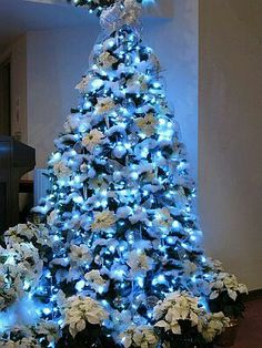 this christmas tree is decorated with 960 led cool white lights and plenty of buffalo snow to create a snowed in tree white poinsettias silver and