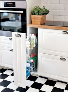 Kitchen ideas ikea cleaning supplies 48 ideas for 2019 - Ikea DIY - The best IKEA hacks all in one place Smart Kitchen, Kitchen Pantry, Kitchen Cabinets, Ikea Metod Kitchen, Ikea Kitchen Drawers, White Cabinets, Kitchen Dinning, Kitchen Decor, Kitchen Ideas