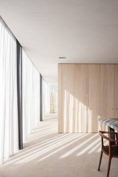 A modern, minimalist interior at the Farmhouse Burkeldijk B&B in Belgium by Govaert & Vanhoutte architects. Minimalist Architecture, Minimalist Interior, Minimalist Decor, Modern Interior Design, Modern Decor, Interior Architecture, Modern Minimalist, Architecture Images, Minimalist Bedroom