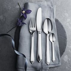 Cutlery sets, knives, forks and spoons. Visit the online store for easy shopping and beautiful gift wrapping. Explore the world of Georg Jensen cutlery. New York Desserts, New York Cake, Art Deco Movement, Small Tea, Stainless Steel Cutlery, Shops, Store Interiors, Cutlery Set, Minimal Design