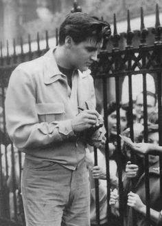 Elvis signing autographs at Graceland