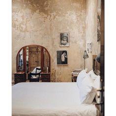 Budapest, Display, Amazing, Artist, Room, Painting, Instagram, Floor Space, Bedroom