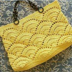 Este posibil ca imaginea să conţină: 1 persoană Crochet Shell Stitch, Crochet Yarn, Crochet Stitches, Free Crochet, Crochet Patterns, Crochet Shoulder Bags, Crochet Sandals, Beach Tote Bags, Crochet Purses