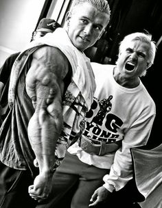 Possibly The Most Legendary Tricep Photo of All Time. (Lee Priest ft Tom Platz) (a gift for you freshmen in the culture of bodybuilding) Best Bodybuilding Supplements, Bodybuilding Workouts, Bodybuilding Motivation, Tips Fitness, Muscle Fitness, Fitness Life, Bodybuilding Pictures, Crossfit, Best Physique