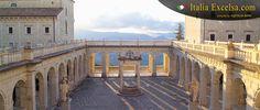 ABBAZIA DI MONTECASSINO   L'Abbazia di Montecassino è il celebre monastero benedettino del Lazio, in provincia di Frosinone, nel comune di Cassino.