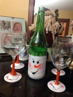 India Art n Design inditerrain: DIY Hand-painted Wine Glasses Wine Glass Crafts, Wine Craft, Wine Bottle Crafts, Jar Crafts, Decorated Wine Glasses, Hand Painted Wine Glasses, Painted Wine Bottles, Christmas Wine Glasses, Christmas Wine Bottles