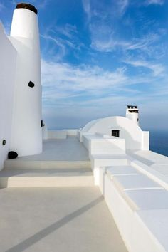 Aenaon Villas is situated at the highest and narrowest part of Santorini, right on the edge of the world-famous Caldera, and is open to all four points of the horizon, from east to west. The combination of the brilliant white with the volcanic Santorinian stone has created a traditional complex of seven luxury villas whose beautiful stonework evokes a feeling of rough grandeur. The result proves that respect for tradition can coexist in perfect harmony with the luxury of modern facilities.