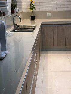 Kitchen Room Design, Modern Kitchen Design, Modern House Design, Kitchen Decor, Apartment Design, Kitchen Accessories, Home Kitchens, Kitchen Cabinets, New Homes