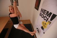 Az Athenaeum Kiadó 2015. szeptember 6-án – egyelőre kísérleti jelleggel – rúdtáncszobát rendezett be dolgozói számára a kiadó Dankó utcai központjában. A cég munkatársai munkaidőben is szabadon használhatják az akrobatikus sporteszközt. Ez az első ilyen típusú kezdeményezés a Líra Könyv Zrt-nél, a fejlesztés tulajdonképpen válasz a dolgozói igényekre. A z Athenaeum közössége bordásfalat szeretett volna, … Magazine, Bebe, Magazines