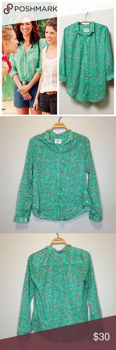 "Anthropologie Holding Horses Isla Buttondown - 6 Like new Anthropologie Holding Horses Isla Buttondown. Green floral button down long sleeve shirt in size 6. As seen on Chloe (Brittany Snow) in Pitch Perfect 2. Armpit to armpit: 20.25"", length: 26"". 100% cotton Anthropologie Tops Button Down Shirts"