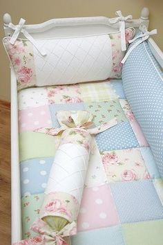 Beautiful baby quilt bedding enxoval patchwork by Bambola Atelier do… Quilt Baby, Cot Quilt, Quilt Top, Crib Bedding, Daybed Pillows, Baby Sewing, Baby Room, Cribs, New Baby Products