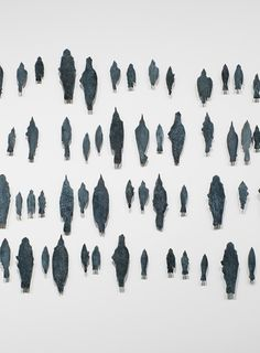 Kiki Smith, Flock, 1998. Silicon bronze, 213 units, dimensions variable. Whitney Museum of American Art, New York