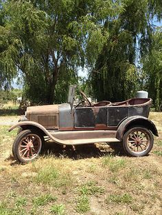 Ford : Model T Touring 1927 Ford Model T Touring , a little work would have her… Ford Motor Company, Classic Motors, Classic Cars, Bugatti, Rusty Cars, Abandoned Cars, Car Ford, Vintage Trucks, Hot Cars