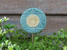 Pottery Sculpture, Pottery Vase, Sculpture Art, Garden Totems, Garden Stakes, Rosen Beet, Garden Club, Ceramic Flowers, Handmade Pottery