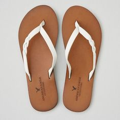 AEO Braid Leather Flip Flop (£17) ❤ liked on Polyvore featuring shoes, sandals, flip flops, white, leather sandals, braided flip flops, white flip flops, american eagle outfitters and white shoes