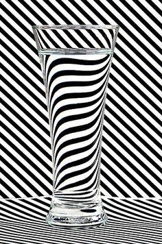 "Siyah ve Beyaz – "" Siyah ve Beyaz – Black and white -Blanco y Negro – Schwarzweiss "" – Fotografie Glass Photography, Still Life Photography, Abstract Photography, Creative Photography, Fine Art Photography, Fashion Photography, Illusion Kunst, Illusion Art, Art Optical"