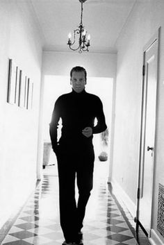 Kiefer Sutherland - Dressed in all black - Double Yum and Hot Damn!